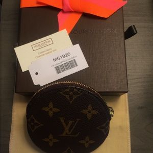 Louis Vuitton Bags - LOUIS VUITTON Monogram Round Coin Purse (M61926)